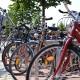 Fahrradständer mit angeschlossenen Fahrrädern auf dem Tibarg