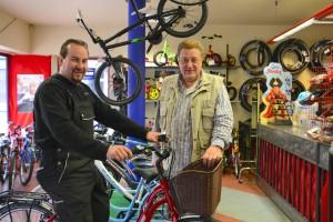 Das Foto zeigt das Team des Fahrrad Buck am Tibarg in Hamburg-Niendorf