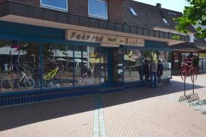 Das Foto zeigt das Geschäft Fahrrad Buck am Tibarg in Hamburg-Niendorf von außen