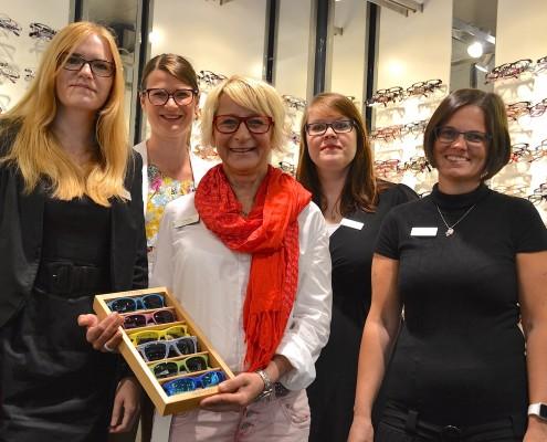 Das Foto zeigt das Fielmann Team in der Filiale am Tibarg in Hamburg-Niendorf