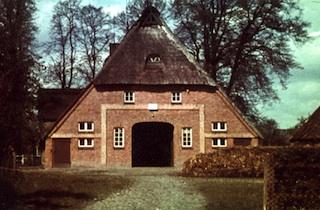 altes Reetdachhaus auf dem historischen Tibarg