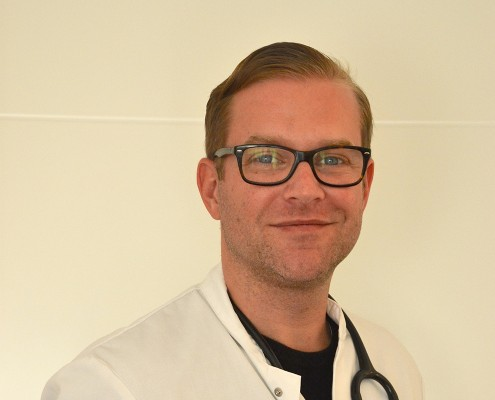 Portraitaufnahme von Allgemeinmediziner Matthias Zuhn