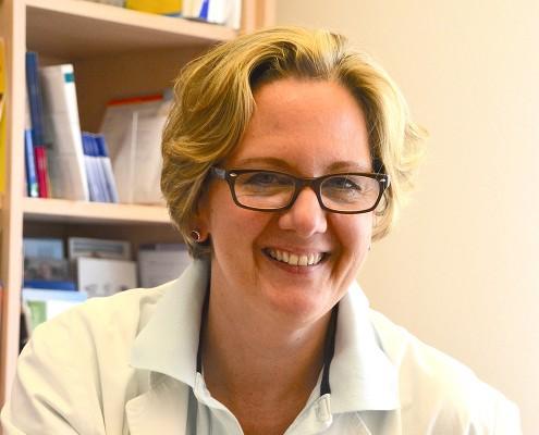 Portrait der lächelnden Allgemeinmedizinerin Michaela Nimz