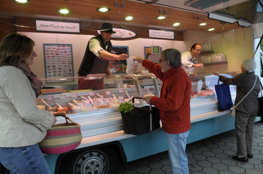 Der Markstand von Fischdelikatessen Effenberger
