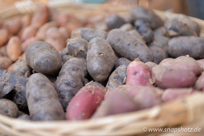 Beim Kartoffelhandel Saracino gibt es Blaue und rote Hörchen