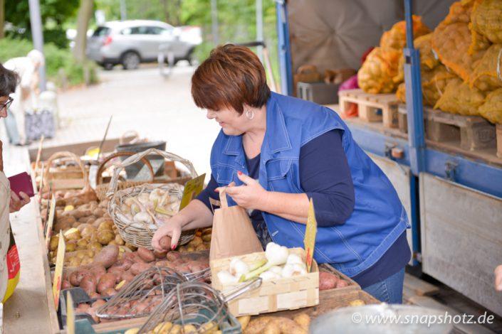 Kartoffelfrau Zwenja Saracino bei der Arbeit