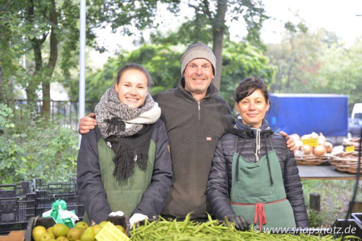 Freundliches Team vom Gemüsestand Putfarcken