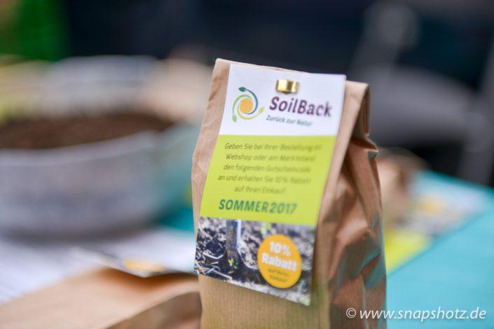 Ein Tütchen SoilBack Bodenverbesserer