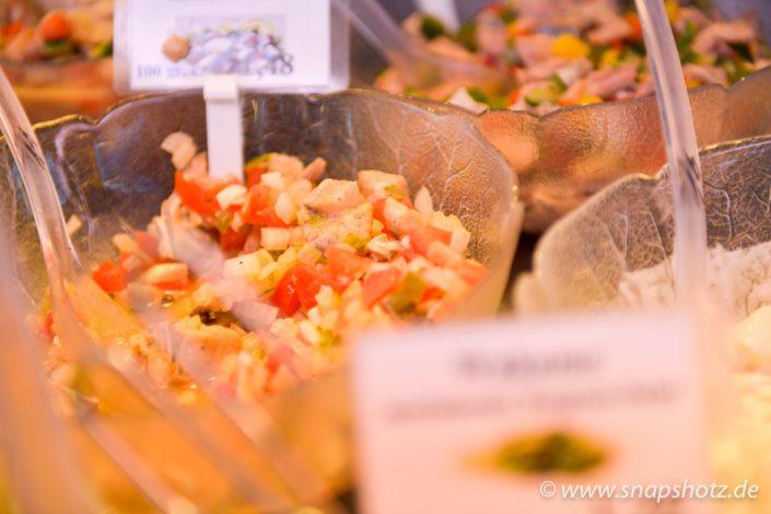 Frische Fisch-Salate