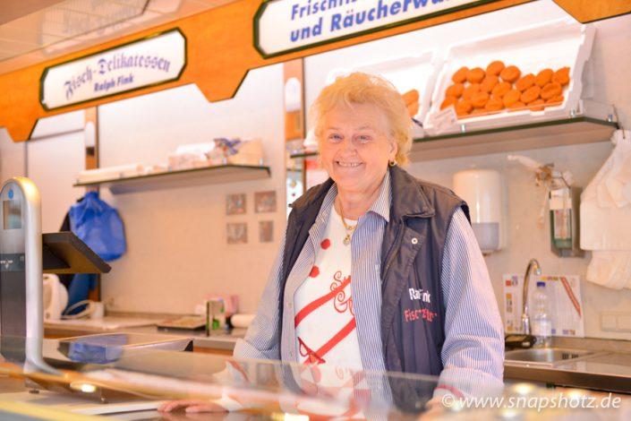 Die Seniorchefin von Fisch-Delikatessen Fink