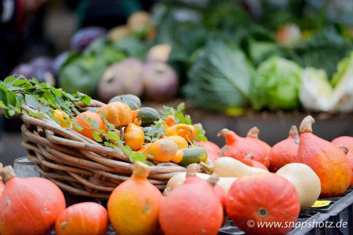 Kürbiszeit am Gemüsestand Putfarcken