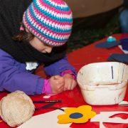 Basteln für Kinder beim Weihnachtsmarkt